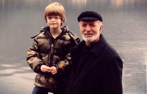 O Μότσαρτ έλεγε πως αμέσως μετά το Θεό έρχεται ο πατέρας. Για αυτό και η απώλειά του πάντα πονάει, όποτε κι αν συμβαίνει. Κι αυτό το κατάλαβα πολύ καλά, όταν προχθές το απόγευμα είπα το τελευταίο αντίο στον πατέρα μου. Μετά από τέσσερις μήνες σε κώμα, ύστερα από ιατρικό λάθος, έφυγε από τη ζωή μόλις στα 72 του χρόνια.  Read more: http://rizopoulospost.com/antio-patera-kalo-taksidi-daskale/#ixzz2VQac3iKt Follow us: @Rizopoulos Post on Twitter | RizopoulosPost on Facebook #rizopoulos #father
