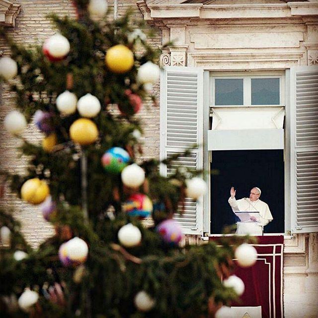 #Repost @franciscus _____ La Navidad es un día de gran alegría, también exterior; pero es principalmente un acontecimiento religioso, por lo que es necesaria una preparación espiritual.  #advent, #advento, #adviento, #avvento #PapaFrancisco #CruzCatolica