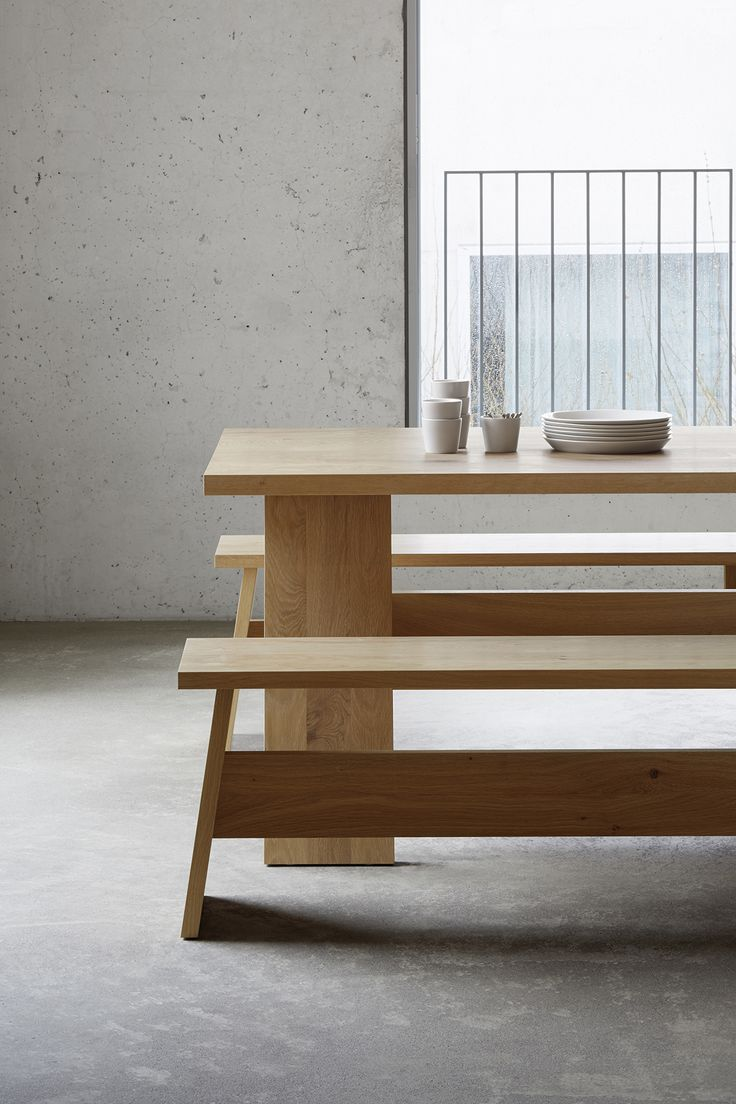Dining table FAYLAND with complementing bench FAYLAND by David Chipperfield in solid European oak. / www.e15.com #e15 #chipperfield #solidwood #interiordesign