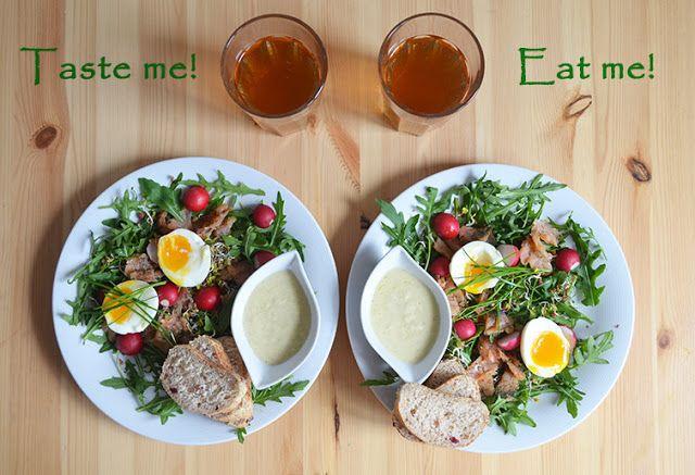 Taste me! Eat me!: Sałatka wiosenna z rukolą, łososiem, jajkiem i kie...