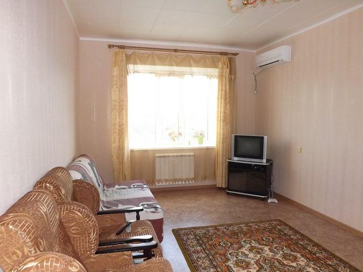 Предлагаем для долгосрочной аренды в Ставрополе  1 - комнатная квартира по адресу Мира 212,, ремонт современный,кухонный гарнитур, мягкая мебель, общей площадью 40.5 кв.м, дом Новый кирпич, Индивидуальное отопление, Газ-плита, наличие бытовой техники - стиральная машина (+), холодильник (+), телевизор (+), сплит-система, парковка стихийная, номер объявления - 33768, агентствонедвижимости Апельсин. Услуги агента только по факту заключения договора.Фотографии реальные.   Подробно…