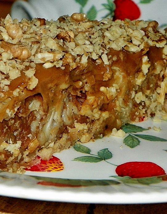 Reteta culinara Placinta invartita cu mere si crema caramel din categoria Dulciuri diverse. Cum sa faci Placinta invartita cu mere si crema caramel
