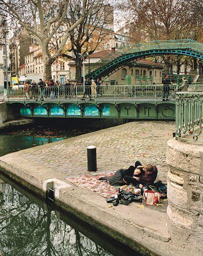 Canal Saint Martin, Paris X #parisest #estparisien #grandhotelfrancais #grandhoteldore