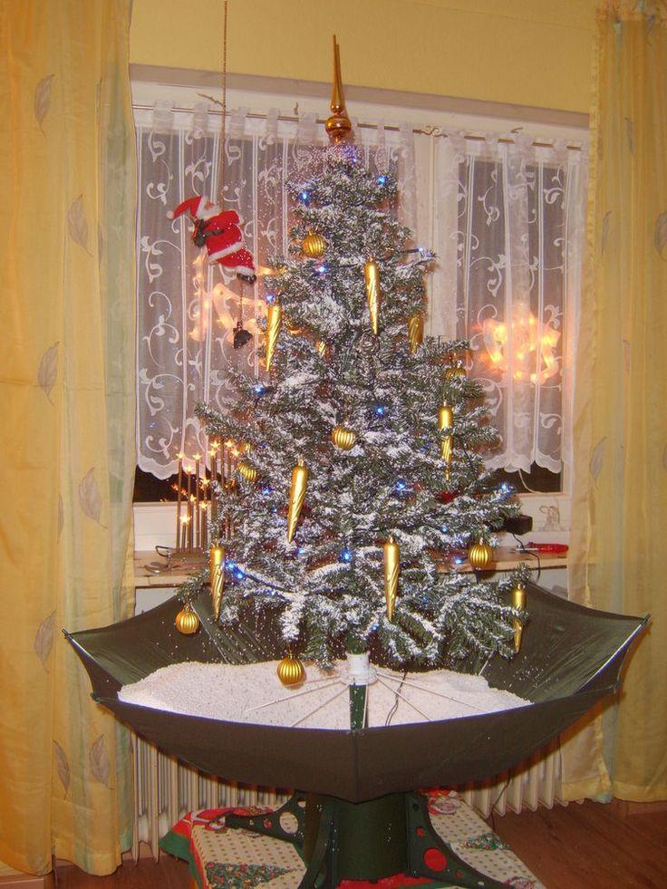 Weihnachtsbaum mit Schneefall, Musik und LED-Beleuchtung