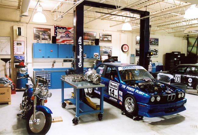 Ultimate garages pictures motorsport playhouse and for Garage bmw montceau les mines