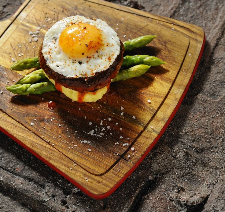 Open face beef burger with green asparagus mashed potatoes and fried egg #LocalThessaloniki http://www.localthessaloniki.gr/the-meat/