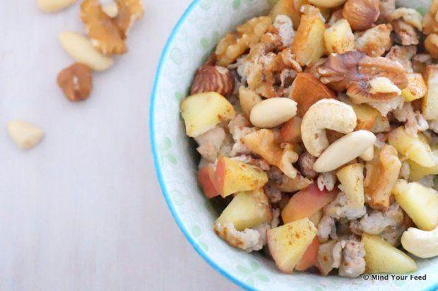 Roer ei met appel, kaneel en noten - Mind Your Feed
