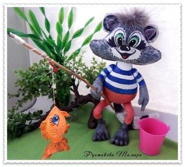 по текстильной игрушке «Енотик-рыбачок»