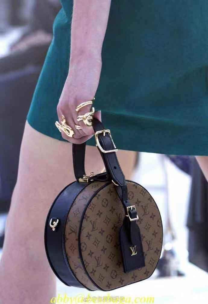 5303a384d8 LV Louis Vuitton WOMEN S MONOGRAM CANVAS PETITE BOITE CHAPEAU INCLINED  SHOULDER BAG