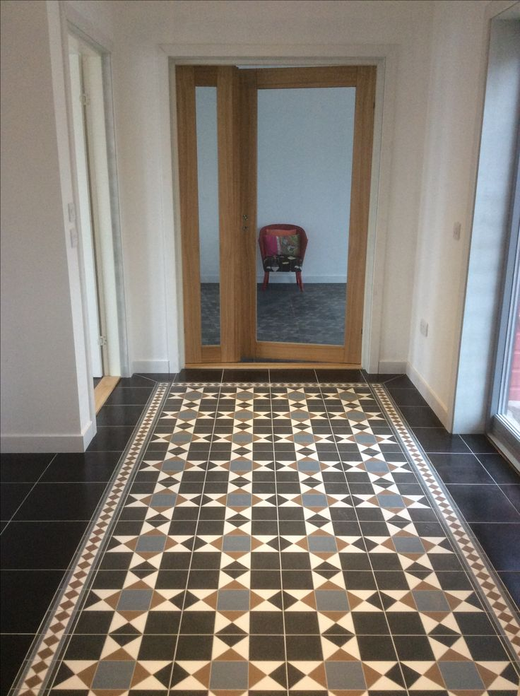 Grosvenor Tiles And Plain Black Tiles From Topps Tiles Aberdeen Store Entrance Hall In 2019
