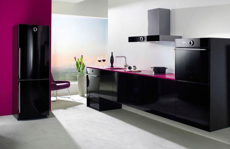 Kuchyně Fortuna černá  Moderní kuchyně ve vysokém lesku, která se hodí do každého interiéru.  #kuchyně #kitchen #inspiracebydlení #inspirace #design #modernikuchyne #modernidesign #kuchyň #Gorenje #kuchyněfortuna #černakuchyně