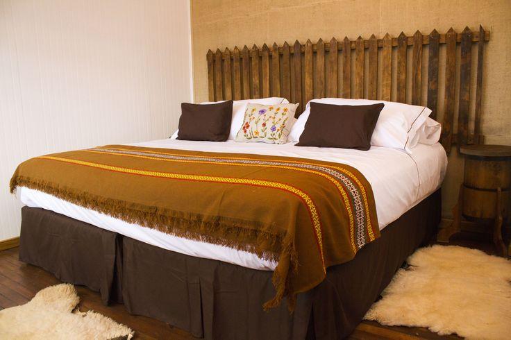 El respaldo de cama es el típico cerco que se utilizaba y aún se usa  en las quintas. #habitacion #hotelboutique #chile #magallanes #travel #puntaarenas