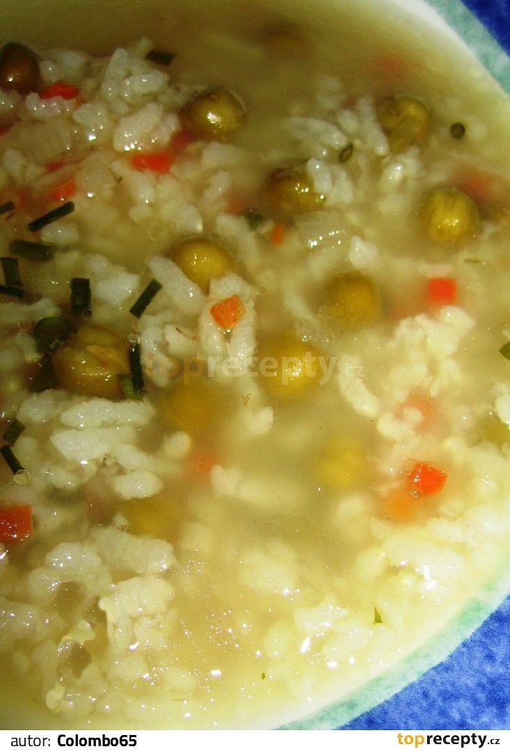 Polévka rýží a hráškem