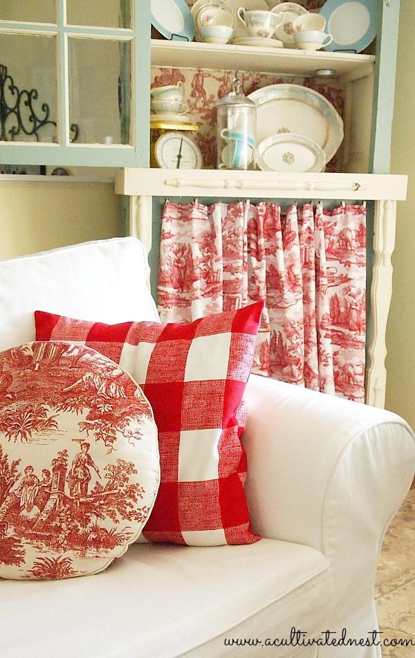 C o t t a g e   R e d Love the buffalo plaid pillow!