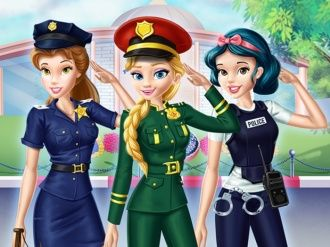 Disney Kızları Polis Akademisinde Sırayla giydireceğiniz prenseslerimiz için tüm seçeneklerden bir seçim yapmalı, kesin kararınızı verdiğinizde oyu