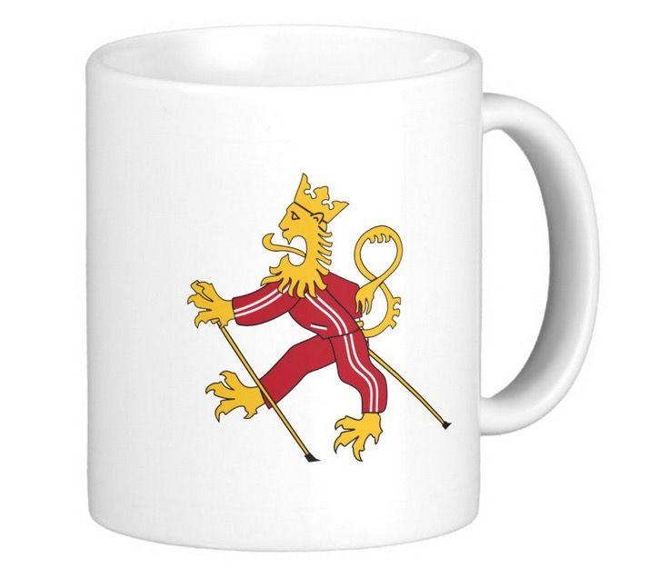 Tuulipuku suhisten sauvakävelee Suomileijona huumorimukissaan.  http://bit.ly/tuulipuku-suomi-muki-suomileijona  #suomi #finland #muki #leijona #suomileijona #hauska #huumori #suomalainen #tuulipuku #juntti