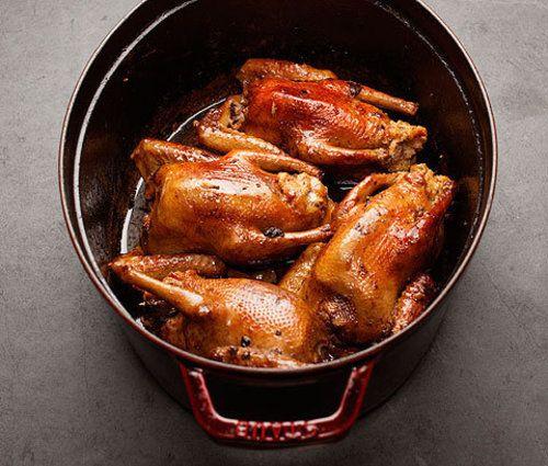 Caille farcie pour Noël #caille #farcie #noel Pour un repas de Noël, rien ne remplace la caille farcie ! Accompagnée de ses lardons, une caille de Noël rend un repas de famille encore plus festif !