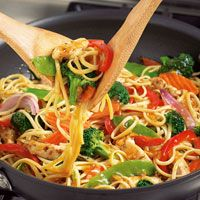 Chicken with veggies & chow mein noodles in my Pampered Chef Stir Fry Skillet. I use this pan almost everyday. What I love most you can turn all your leftover veggies into a Stir Fry delight, #foodlovers #ysif