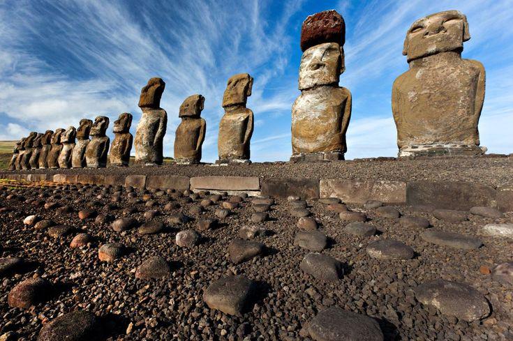 Los 10 lugares más intrigantes del mundo | Fotogalería | El Viajero | EL PAÍS.- Isla de Pascua en Chile