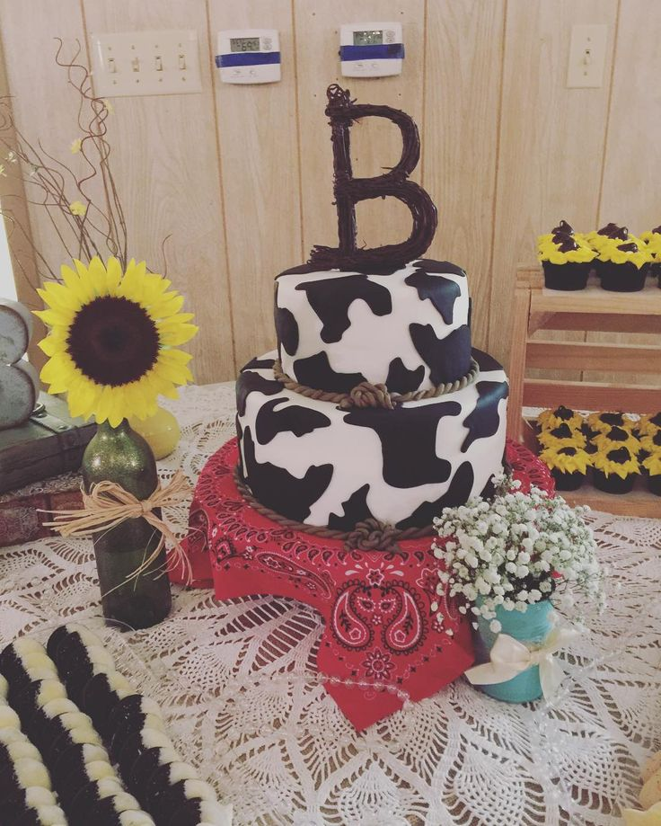 Another cake creation by the talented @maribelcrow! This time it was a cow print cake (with red velvet inside ) for @b.stiner's graduation party. #came4bethsbrisket
