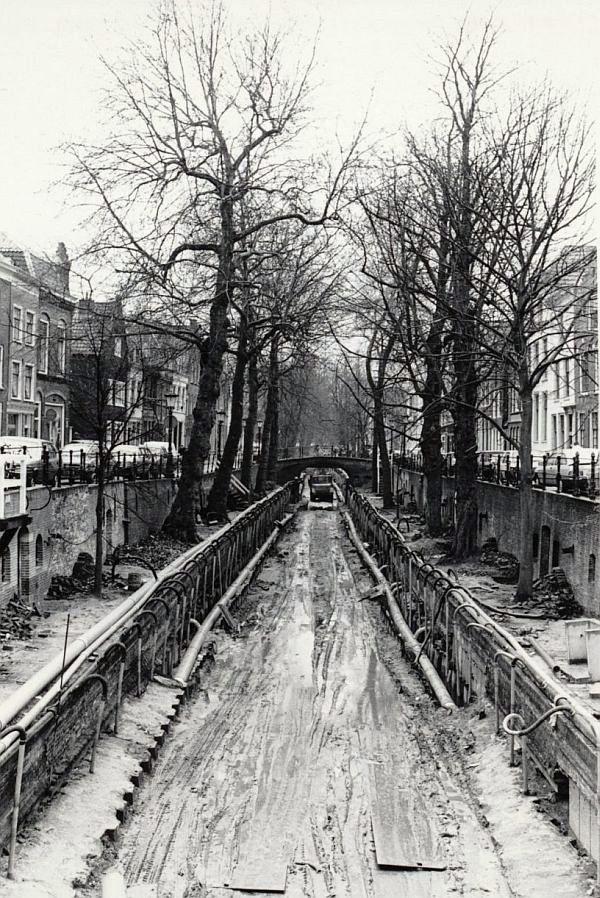 Utrecht toen in...?: Ik schrok van deze foto! Een drooggelegde Nieuwegracht. Je moet er toch niet aan denken....