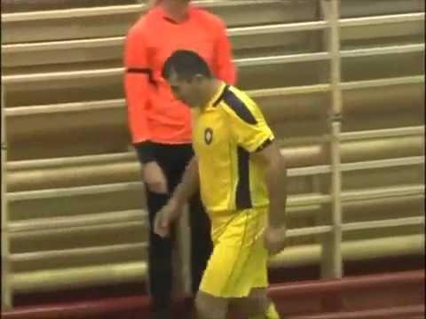 Jogador de futsal se revolta com expulsão e dá soco em árbitro