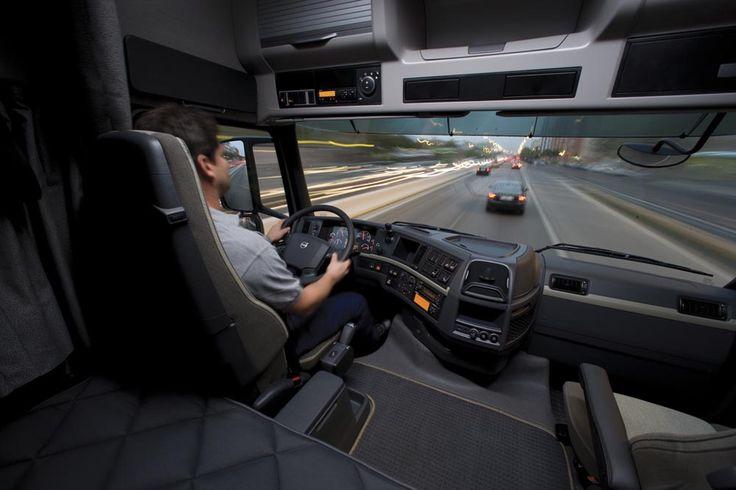 IncaPower | Usar las señales | Esto incluye las direccionales y aquellas que hagas con las manos para alertar a otros conductores de tus intenciones. Asimismo, puedes usar etiquetas o advertencias pintadas en los lados o en la parte posterior del vehículo.