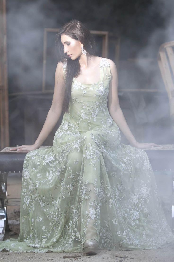 ber ideen zu indische hochzeitskleider auf pinterest indische kleider sari und. Black Bedroom Furniture Sets. Home Design Ideas