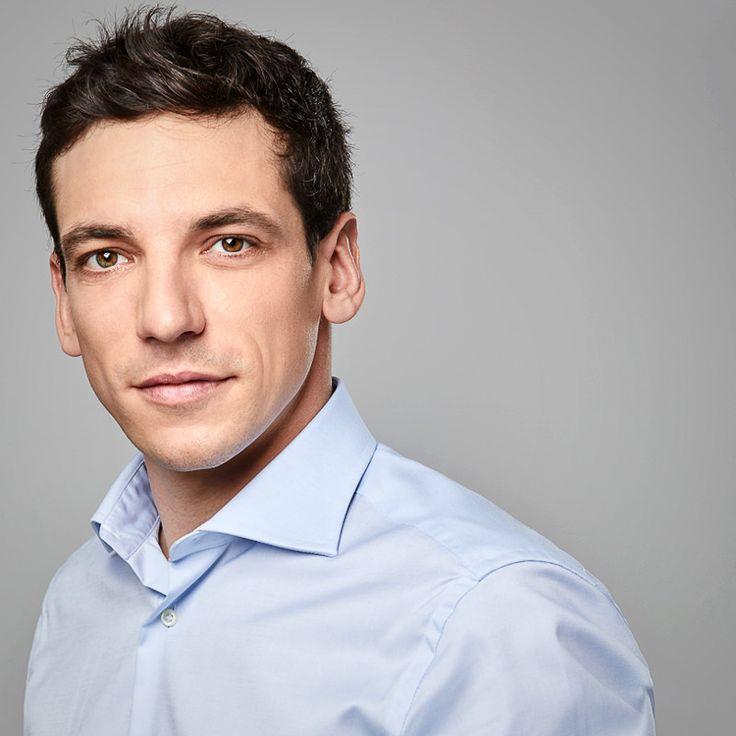 Italian entrepreneur, professional headshot portrait. Fotografia professionale di Ritratto Corporate.  https://www.eliocarchidi.com/prezzi-servizi-fotografici-professionali/