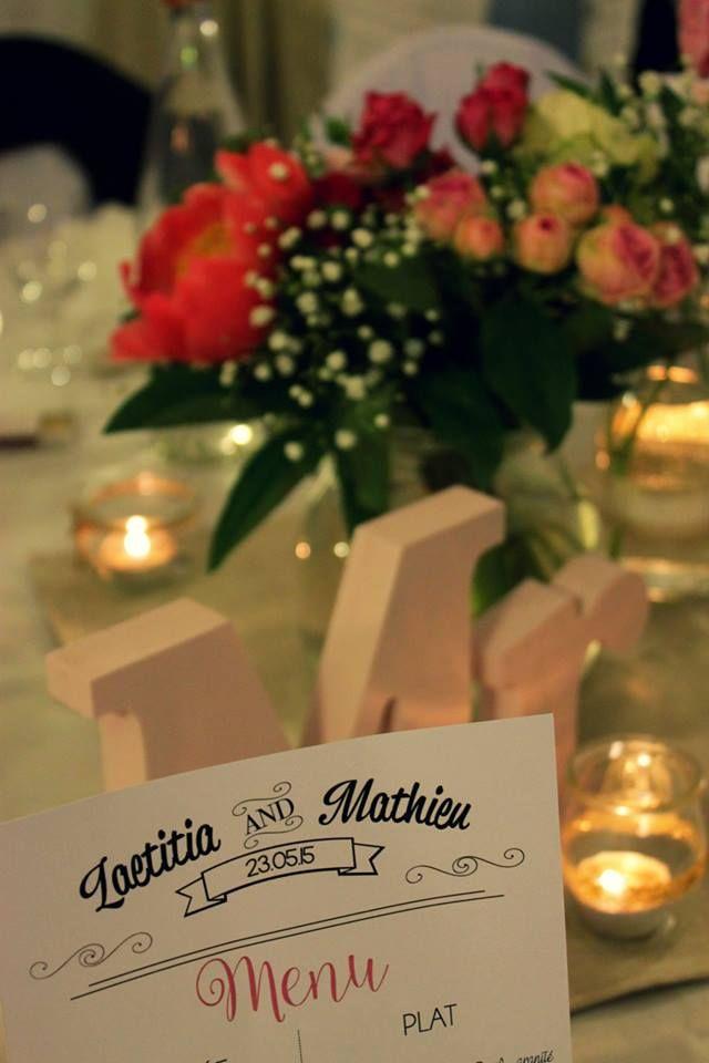 Centre de table menu bouquet pivoines roses Mr&Mrs bougies DIY