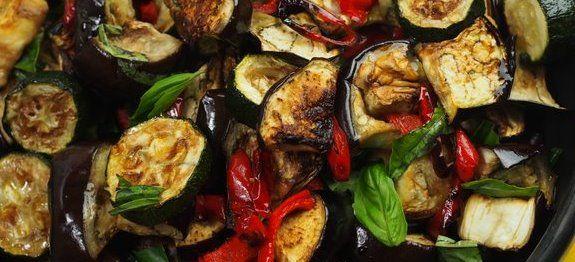 Δες εδώ μια εξαιρετική συνταγή για ΣΑΛΑΤΑ ΜΕ ΜΕΛΙΤΖΑΝΕΣ ΚΑΙ ΚΟΛΟΚΥΘΑΚΙΑ ΨΗΤΑ ΑΠΟ ΤΟ ΣΕΦ ΣΤΟΝ ΑΕΡΑ, μόνο από τη Nostimada.gr