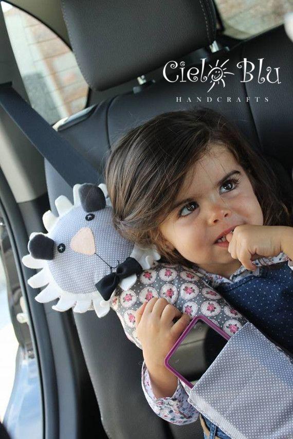 Seatbelt pillow / Lion