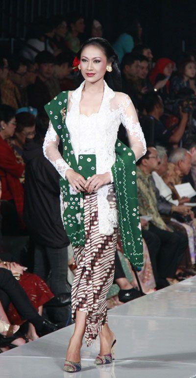 Kebaya with jumputan