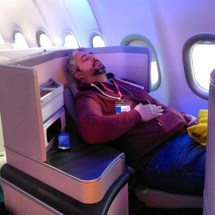 Alex a experimentar os assentos de primeira classe do novo #A330neo da #tapportugal no #fitur2017