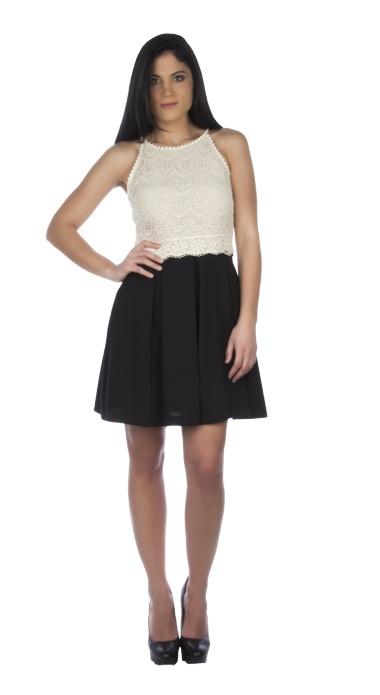 Για τις ρομαντικές followers της μόδας, το απόλυτα θηλυκό αυτό φόρεμα θα αποτελέσει την πιο stylish επιλογή σας. Συνδυάστε το με ένα ζευγάρι κλασσικές γόβες και γοητεύστε σε κάθε σας βήμα.