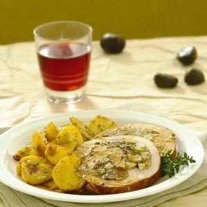 Rollata di tacchino con castagne, prugne e mela : Scopri come preparare questa deliziosa ricetta. Facile, gustosa e adatta ad ogni occasione. Questo secondo ha un tempo di preparazione di 2 ore 10 minuti.