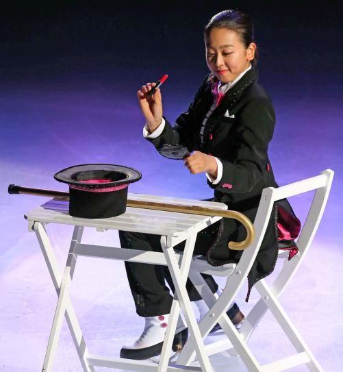 マジシャン風の衣装で演技する浅田 (501×543) http://www.nikkansports.com/sports/news/1511284.html