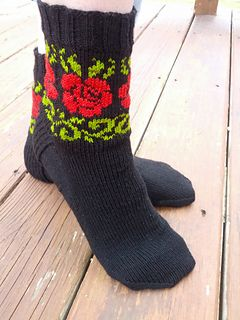 With spring almost here, my thoughts have turned to flowers. This sock utilizes stranded colorwork on the leg with one main color and two contrasting colors for leaf and rose motifs.
