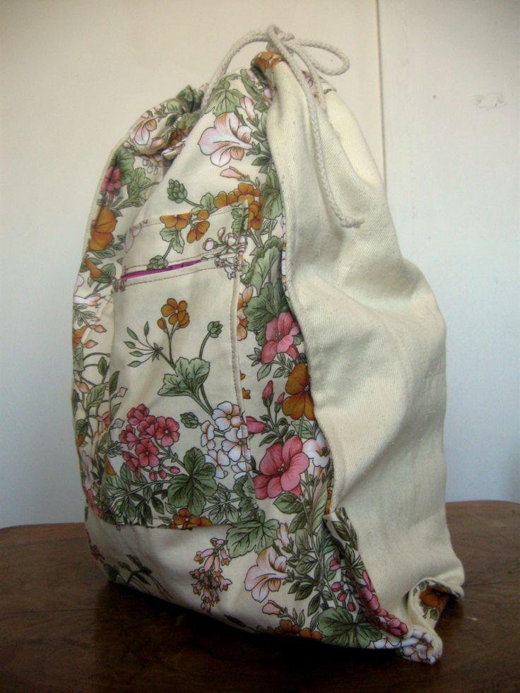 totalnie jasny z akcentem kwiatowym wnętrze z drugiej strony #bag #plecaki #zet www.facebook.com/szycie.zet