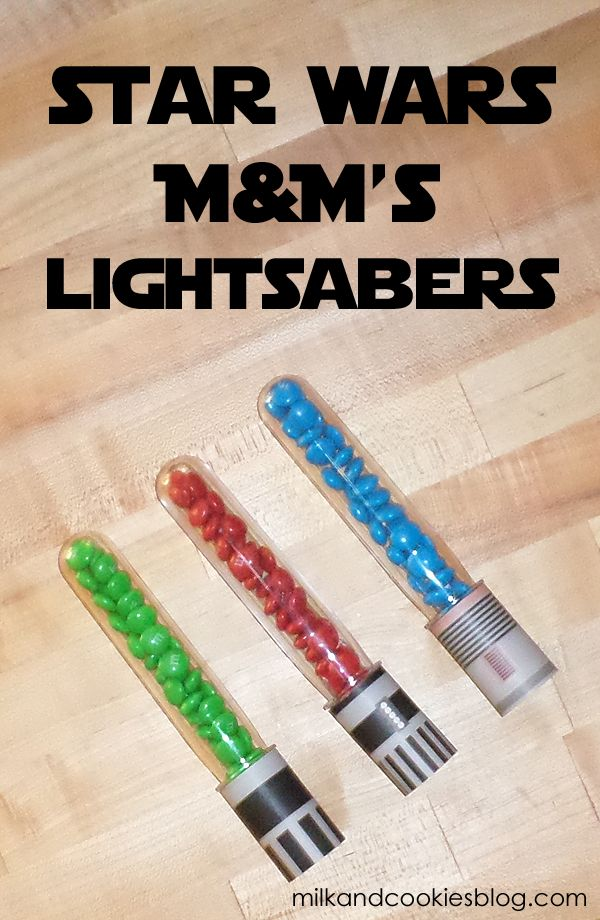 Star Wars M&M's lightsabers with free printable handles. #MySweetStory #CG