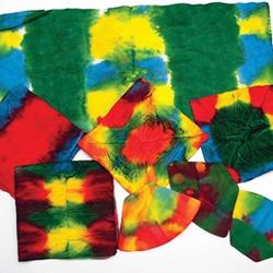 Resim Atölyesi - Renkleri Öğreniyoruz;  Bu projede değişik kağıtları yemek boyalarına batırarak farklı desenler, renk karışımları ve rengarenk kağıtlar yaratacağız... Renklerin birbiri ile karışmasını izleyeceğiz ve farklı renklerin birbirleriyle karıştıklarında nasıl değişik renklere dönüştüklerini görüyoruz..