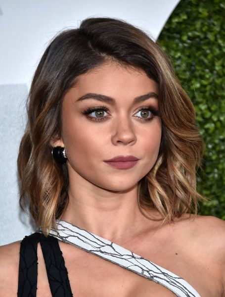 Sarah Hyland Medium Wavy Cut - Sarah Hyland showed off a cute wavy lob at the GQ 20th Anniversary Men of the Year party.