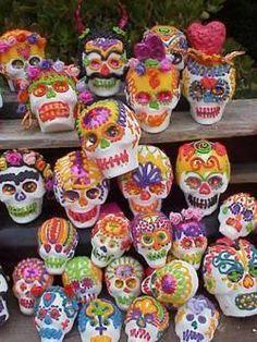 Easy Sugar Skull recipe para la Dia de los Muertos!
