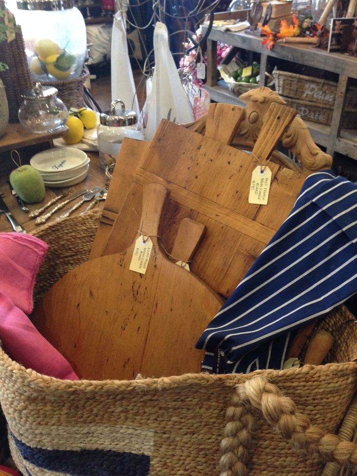 I have an unexplainable love of wooden boards - found these gorgeous ones at La Vita in Daylesford. Bliss :-)