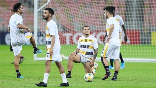 تشكيلة الاتحاد في مباراة اليوم ضد الهلال سعودي 360 استقر المدرب التشيلي خوسيه سييرا على تشكيلة فريق الاتحاد التي سيخوض بها مبارات Soccer Field Soccer Sports