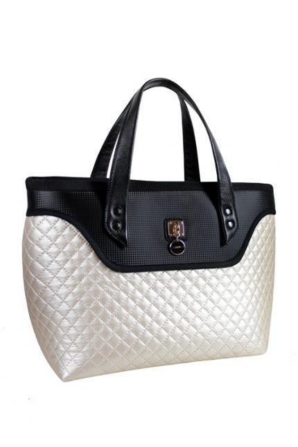 Marka #GOSHICO dostępna w naszym butiku proponuje w tym sezonie urocze pikowane kuferki. Ten kupicie już za 300 zł. Odwiedzajcie #BoutiqueLaMode.com