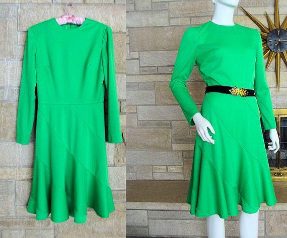Hoi! Ik heb een geweldige listing op Etsy gevonden: https://www.etsy.com/nl/listing/175664631/jaren-1970-neon-groene-jurk-bias-flare
