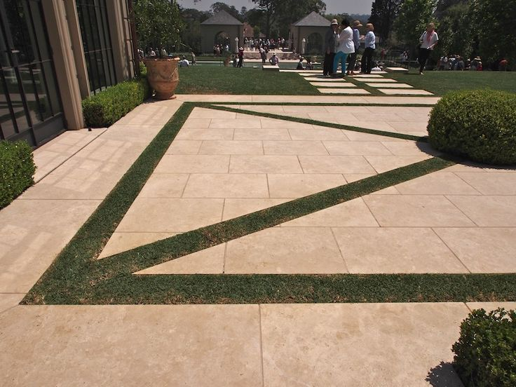 16 best paul bangay formal design images on pinterest for Formally designed lawn