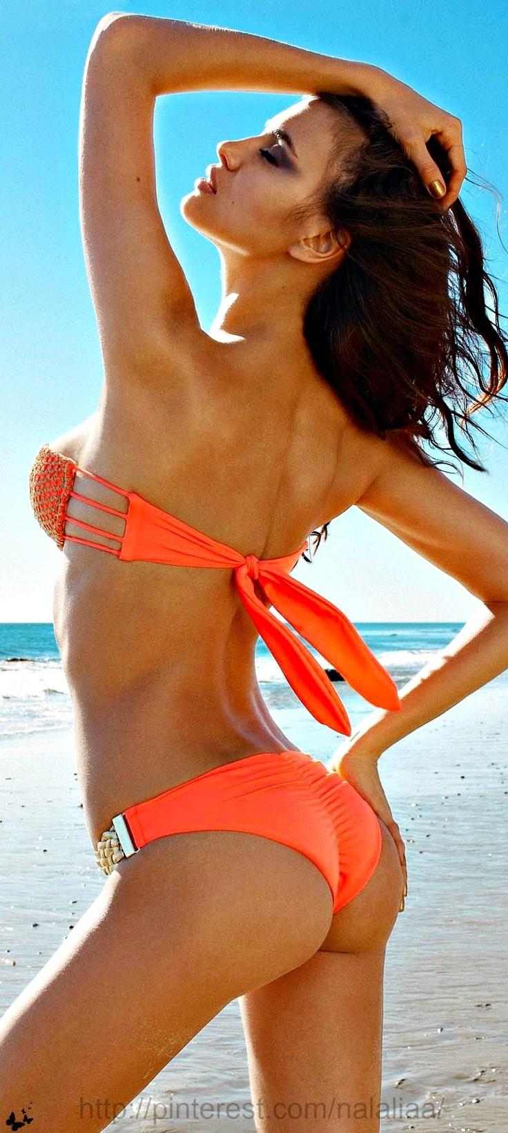Irina Shayk Beach Bunny bikini ♥ na