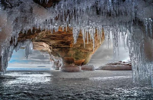 Foto: Вид на озеро Верхнее из пещеры острова Девилс, США
